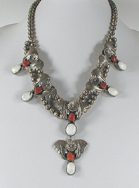 Vintage Magnesite and Coral necklace 20 1/2 inch